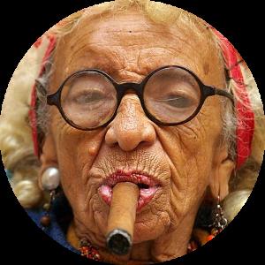 Zdjęcie woman smoking cigar